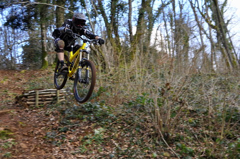Session enduro en descendant vers Cuisiat